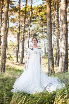 WeaveRdream gallery showcasing Korowai (Maori Cloak) for weddings and other events. Maori Patterns, Flax Weaving, Maori Designs, Ruby Wedding, Maori Art, Cloak, Culture, Contemporary, Black And White