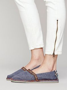 I am all about these slip on's Free People Clothing, Clothes For Women, Cute Casual Shoes, Comfortable Heels, Me Too Shoes, Loafer Flats, Shoe Boots, Footwear, Slip On