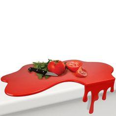 Deska do krojenia, która wprowadzi do Twojej kuchni klimat rodem z horrorów. Splash jest inspirowana rozlaną plama krwi a dodatkowego charakteru dodają jej zacieki.