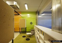 Makespace Co-working Office // Studio Sklim   Afflante.com
