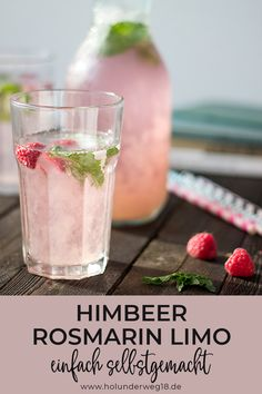 Sebst gemachte Himbeer-Rosmarin-Limonade – einfach und schnell Made raspberry and rosemary lemonade – easy and fast Vodka Recipes, Smoothie Recipes, Smoothies, Clean Eating Recipes, Clean Eating Snacks, Drink Party, Rosemary Lemonade, Gin Tonic, Homemade Lemonade