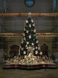 Metropolitan Museum Of Art NYC Christmas Tree And Neapolitan  - Medieval Christmas Tree