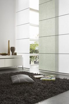 20 Cool Japanese Panels Ideas For Your Home Decor : 20 Cool Japanese Panels Ideas For Your Home Decor With Black Rug And Cushion And Big White Room Divider Panel Blinds, Curtains With Blinds, Panel Curtains, Velvet Curtains, Minimalist Home Decor, Minimalist Interior, Japanese Blinds, Home Interior Design, Interior Styling
