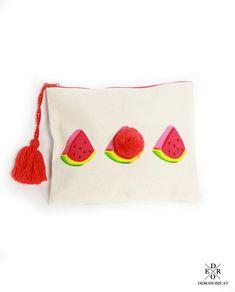 """Täschchen """"Watermelon"""". Besonders praktisch zur Aufbewahrung von Schminkutensilien, als Kosmetiktasche oder für andere kleine Dinge. Mit dem praktischen Reißverschluss lässt sich die Tasche leicht öffnen und verschließen. Bags, Fashion, Little Things, Handbags, Moda, La Mode, Dime Bags, Fasion, Lv Bags"""