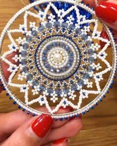 Brick stitch around circle, Miyuki Delica Beadwork, bead weaving, snowflake - bead crafts Bead Embroidery Tutorial, Bead Embroidery Patterns, Seed Bead Patterns, Bead Embroidery Jewelry, Beaded Embroidery, Beading Patterns, Beadwork Designs, Creation Deco, Beaded Christmas Ornaments