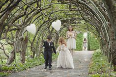 Simply Sweet: Two simple, white, heart-shaped balloons make a statement. Photo by Pobke Photography via Style Me Pretty