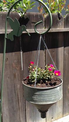 Garden Junk, Garden Yard Ideas, Garden Crafts, Garden Planters, Garden Projects, Garden Art, Garden Design, Planter Pots, Galvanized Planters