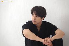 [PHOTO] Esquire Photoshoot's BTS | July, 2018 - Album on Imgur Korean Men, Korean Actors, Handsome Asian Men, Photoshoot Bts, Star Wars, Esquire, Your Smile, Viral Videos, Trending Memes