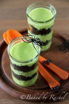 These Goblin Goo Parfaits are a fun dessert to get your family excited about Halloween! Halloween Goodies, Halloween Trick Or Treat, Halloween Desserts, Halloween Boo, Holidays Halloween, Halloween Treats, Halloween Recipe, Halloween Magic, Homemade Halloween