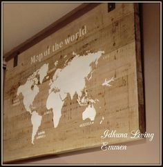 Wanddecoratie, wandpaneel houten wereldkaart, 140 x 80 x 4 cm.