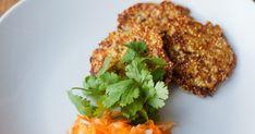 Unser Rezept für Hirsefrikadellen mit Karottensalat besticht durch Einfachheit. Ein Klassiker für Groß und Klein.