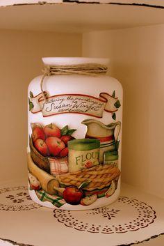 Bildergebnis für idéias com biscuit para casa Decoupage Jars, Decoupage Vintage, Decoupage Paper, Mason Jar Crafts, Bottle Crafts, Mason Jars, Bottles And Jars, Glass Jars, Apple Kitchen Decor