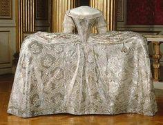 Marie Antoinette's dresses | Marie Antoinette's wedding dress 7