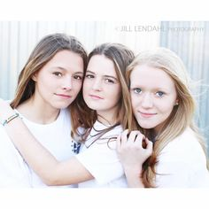 Teen portrait photography three friends sisters Sibling Photography Poses, Studio Portrait Photography, Sister Photography, Teen Photography, Popular Photography, Sibling Poses, Photo Poses, Children Photography, Siblings