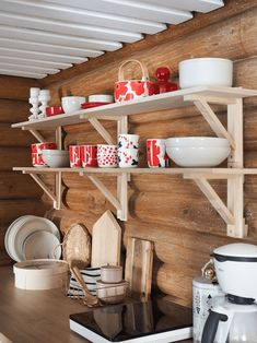 avohyllyt keittiössä Kitchen Shelves, Kitchen Cart, Open Kitchen, Mobile Sauna, Open Shelving, Country Style, Modern Decor, Cottage, Interior