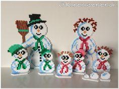Familien Sne Snemand i hama perler Perler Bead Designs, Hama Beads Design, Pearler Bead Patterns, Perler Patterns, Hama Beads 3d, Fuse Beads, Christmas Perler Beads, Christmas Cross, Bead Crafts