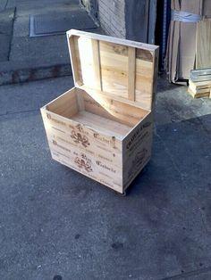Baul con cajas de vino