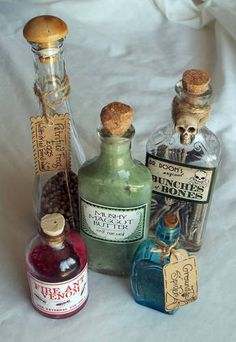 Halloween - potion bottles - bunches of bones Halloween Potion Bottles, Halloween Apothecary, Halloween Potions, Halloween Labels, Spooky Halloween, Holidays Halloween, Halloween Crafts, Halloween Decorations, Happy Halloween