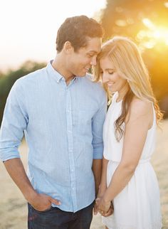 Engagement photos outfits summer casual 16 – www.GasStationMai… Engagement photos outfits summer casual 16 – www. Casual Engagement Outfit, Engagement Photo Outfits, Engagement Photo Inspiration, Engagement Couple, Engagement Pictures, Engagement Session, Engagement Ideas, Engagements, Images D'engagement