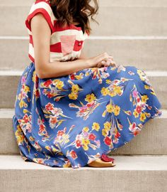 Fashion Tips Outfits Aplomb Aplenty: Bold Stripes Bright Florals.Fashion Tips Outfits Aplomb Aplenty: Bold Stripes Bright Florals. Looks Street Style, Looks Style, Pretty Outfits, Cute Outfits, Estilo Retro, Mixing Prints, Mixing Patterns, Pattern Mixing Outfits, Outfit Trends