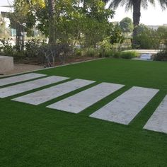 fake lawn in front garden Landscaping With Rocks, Front Yard Landscaping, Landscaping Ideas, Artificial Grass Garden, Artificial Turf, Fake Lawn, Fake Grass, Backyard Pool Designs, Backyard Ideas