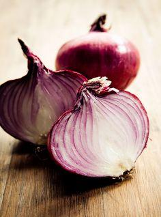 Recette de Ricardo de confiture d'oignons.  Utile dans un paquet de recettes, la confiture d'oignon est très simple à préparer.