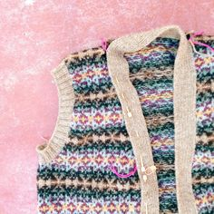 fair isle knitting by Rosa Pomar, via Flickr (Stunning colour scheme!)