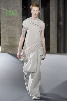 See the complete Rick Owens Spring 2017 Menswear collection.