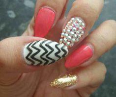 Pink, gold, blacknwhite, pearls.