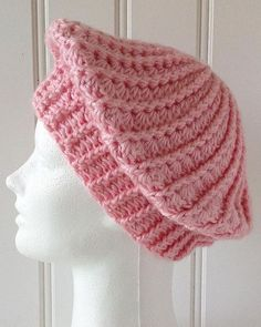 Best 12 NEW – Slouchy Berets The beauty of berets, is that you can make them any size you wish. Old fashioned berets sat high on top of the head, and had a fixed shape. These slouchy berets can sit anywhere on your head, and are pliable and shape-a Crochet Beret Pattern, Crochet Hat Tutorial, Crochet Hood, Bonnet Crochet, Crochet Slouchy Hat, Crochet Cap, Crochet Motif, Crochet Stitches, Free Crochet