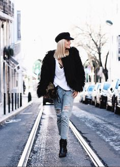 Barbara Ines, Poses, Beautiful Pictures, Fashion Jewelry, Winter Jackets, Hipster, Ootd, Street Style, Style Inspiration