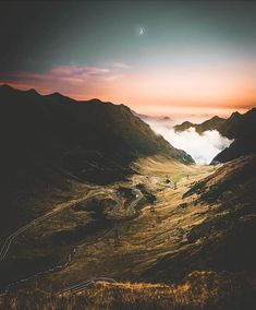 Transfagarasan Road is simply amazing! Places To Travel, Travel Destinations, Places To Go, Transylvania Romania, Beautiful Places, Beautiful Pictures, Dangerous Roads, Romania Travel, Country Landscaping