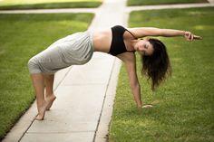 Beautiful movement from California yogi, Leianna Eads. Wearing Chakras by didi Harem pants.