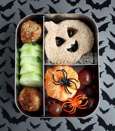Halloween-themed bento lunch from wendolonia.com @Wendy Felts Copley