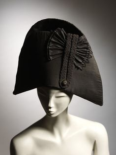 British & French Bicorn Hats (Circa Man's bicorne hat in black silk, trimmed with a silk button, black silk braid and a pleated silk cockade. Historical Costume, Historical Clothing, 1800s Fashion, Mens Fashion, Fashion Hats, Dandy, Steampunk Festival, 18th Century Costume, Man About Town