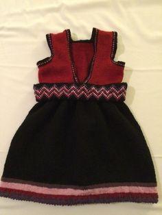 Hand knitted Beltestakk