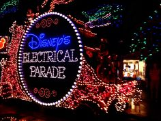 Magical Beginnings: WDW Traditions http://www.wdwfanzone.com/2015/12/magical-beginnings-wdw-traditions/