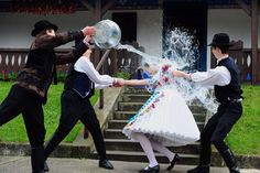 Hungarian children celebrate Easter with a traditional fertility ritual which involves watering the girls. In Kalocsa, some 100 km south of . La Résurrection Du Christ, High Speed Photography, Vampire Girls, Picture Editor, Easter Traditions, Lany, Art Model, S Pic, Colorful Pictures