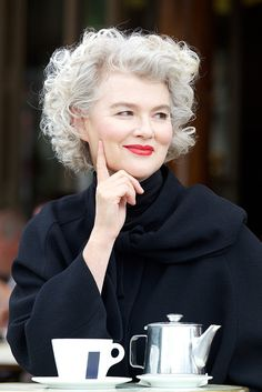 SILVER - Agence de Top Modèles de plus de 40 ans - Paris Salt and pepper gray hair. Grey hair. Silver hair. White hair. Granny hair. No dye. Dye free. Natural highlights. Aging and going gray gracefully.