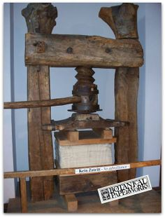 ancient German Book press. Ancient Paper, Book Club Recommendations, Wood Crafts, Diy And Crafts, Bookbinding Tools, Good Romance Books, Book Press, Artist Supplies, Paper Companies