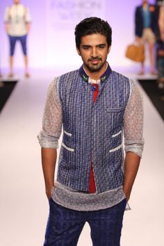 Sunny Leone, Sonal Chauhan & Saqib Saleem turn show stopper at LFW 2014 Male Fashion Trends, Mens Fashion, Saqib Saleem, Lakme Fashion Week, Bollywood Actors, Male Beauty, Haircuts, Celebs, Glamour