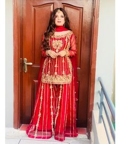 Girls Dress Up, Wedding Dresses For Girls, Pakistani Fancy Dresses, Designer Party Wear Dresses, Stylish Dresses, Dressing, Saree, Model, How To Wear