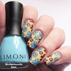 Просто маникюр просто нейл-арт просто флакончик лака Limoni от @limonirussia в моей руке для #giveaway #limonishine просто реверсивный стемпинг и не только... Здесь я использовала три лака для ногтей Limoni (светло-голубой насыщенно-голубой и песочный оттенки напишу завтра) шиммерно-красный лак Ja-De от Евгении @lakomir цветочные сердцевинки - любимая желтая China Glaze чёрный стемпинго-контур - Konad от Анастасии @konadrussia и сам стемпинго-узор - тоже Konad диск для стемпинга m-101 от…