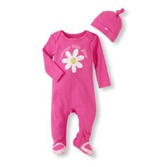 Mommy's Little Flower looks fresh as a daisy in our must-have coverall set!