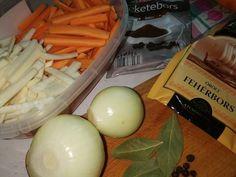 Vadas marhaszelet zsemlegombóccal recept lépés 1 foto Eggs, Breakfast, Food, Morning Coffee, Meal, Egg, Essen, Hoods, Meals