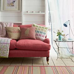 White Living Room with Red Sofa - Home Interior Design - 1896 Pastel Living Room, Living Room Decor, Pastel Room, Living Rooms, Living Room Inspiration, Home Decor Inspiration, Rosa Sofa, Country House Interior, Country Homes