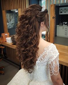 Cute Hairstyles For Quinceanera Braids Quince Hairstyles, Bride Hairstyles, Easy Hairstyles, Hairstyles For Sweet 16, Quinceanera Hairstyles, Wedding Hair Inspiration, Prom Hair, Bridal Hair, Curly Wedding Hair