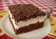 Zákusek se zakysanou smetanou TĚSTO: 1 balíček prášku do pečiva 100 g cukru krupice 100 ml vody 200 ml oleje 2 lžíce kakaa 3 vejce 150 g hladké mouky KRÉM: cukr, rum, 2 kelímky zakysané smetany, 2 kelímky pomazánkového másla 1 - 2 kelímky smetany ke šlehání NA OZDOBU: 2 balíčky hořké čokolády