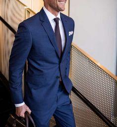 A escada da fantasia: qual é o pimero que você deve comprar e que outro estilo . Best Blue Suits For Men, Blue Suit Men, Latest Mens Fashion, Mens Fashion Suits, Mens Suits, Men's Fashion, Fashion Sites, Blue Suit Outfit, Blue Tux