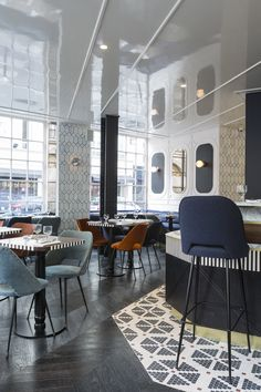 Inside the Hotel Panache, Paris: The restaurant continues the themes of geometric shapes and New York design with dark parquetry flooring and exposed metal chairs. Hotel Panache Paris, Hotel Paris, Bar Interior Design, Cafe Design, Design Hotel, Luxury Interior, Design Design, Design Ideas, Design Bar Restaurant